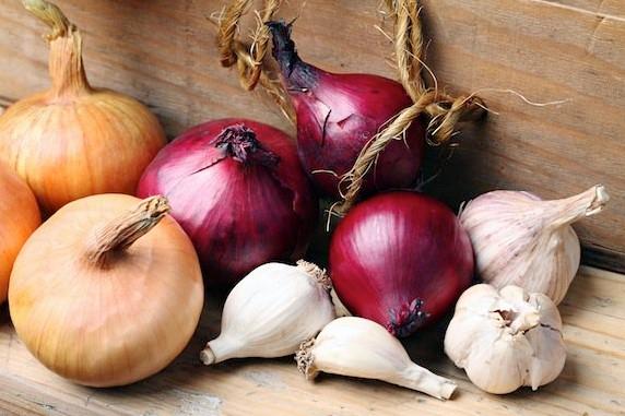 receta de ajo y cebolla para la caída del cabello