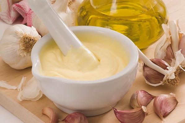 Como hacer mascarilla de ajo para el cabello, crecimiento, caspa y cabello seco